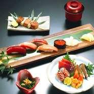 季節の食材を使った小鉢に加えて、刺身・串焼き・寿司と続き、さながらミニコースのような充実したセットメニューです。日本酒やワインなどを傾けながら、ゆったりとした大人の時間を満喫。