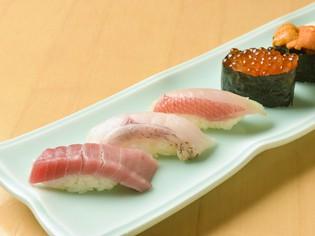 鮮魚問屋が選りすぐる新鮮な旬魚を楽しめる『江戸前鮨各種』