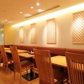 木のぬくもりが心地よい、和モダンな鰻料理専門店