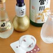 鰻が焼けるのを待つ時間も楽しめるよう、厳選された日本酒が揃っているのも楽しみの一つ。お酒とよく合う一品料理も充実しており、中でもふんわり焼き上げられた『うまき』が人気です。