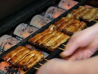 巧みな職人技で、香ばしく焼き上げられる『蒲焼』