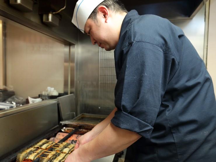 ゲストのために、心を込めてつくる鰻料理が絶品