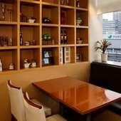 ビジネスの場も和やかな雰囲気で、食事やアルコールを堪能