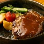 国産牛肉の贅沢な美味しさを噛みしめる『粗挽きハンバーグ』