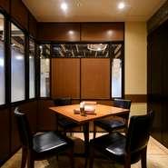 最大6名利用可能な半個室を用意。友人との食事会にもおすすめです。おしゃれな料理だけでなく、旬のフルーツの自家製カクテルをはじめ、女性人気の高いドリンクも充実。女子会向けのプランも用意されています。