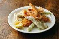 静岡・愛知県など東海産の魚介たちや季節の野菜のフリットの盛り合わせです。