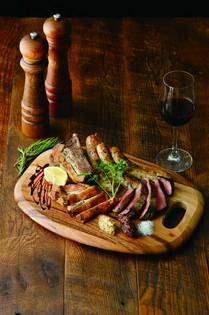 自家製サルシッチャも味わえる『東海産肉料理の盛り合せ』