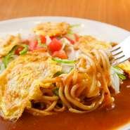 名古屋名物『あんかけスパゲッティ』、その元祖の店が【スパゲッティハウス ヨコイ】です。創業者横井博氏が考案した味を未来に伝え継ぐべく、変わらぬおいしさをゲストに提供し続けています。