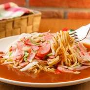 お店の人気No.1、『ミラカン』はゲストの「野菜とお肉を一緒に食べたい」という声から生まれたメニュー。今やお店の代名詞的存在と言っても過言ではないこのメニュー、その味わいを堪能してみてはいかが。