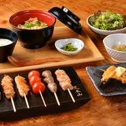 「鳥幸地鶏」や『親子丼』など、【鳥幸】ならではの食材を使用した自慢のフルコースです。ボリューム・クオリティーにも優れ、接待などにも喜ばれています。
