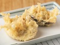 蛤のプリっとした食感と醤油の香ばしさが食欲をそそる『蛤の姿揚げ』