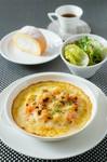 ミニサラダ  ほうれん草とサーモントラウトのキッシュ  月替わりデザート  食後のカフェ