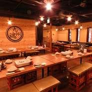 本格的な九州料理と厳選された芋焼酎を楽しみながらのデートも乙なもの。デートには、1階のテーブル席やカウンター席がおすすめ。鍋や鉄板焼きの付くコースもあり、親睦を深めるのに最適です。