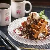 ブリュッセル風ワッフルバニラアイス添え/Waffle With Vanilla Ice Cream