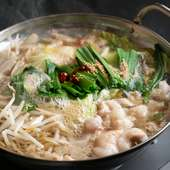 オリジナルスープで具材の旨みを味わえる『博多名物 もつ鍋』