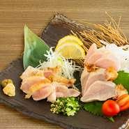 鹿児島が誇る「さつま極鶏 大摩桜(さつまきわみどり だいまおう)」は地鶏を凌駕する肉味・食感でまさに究極の鶏肉。厚み、弾力、コシが特徴です。