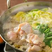 余計な味付けは一切なし!鶏出汁溶け込むさっぱりお出汁♪ ※ご注文は2名様分からとなります。 〆は雑炊(280円税抜)がおすすめ!