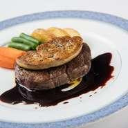 厳選された牛フィレ肉と濃厚なフォアグラを使用した極上な一品。