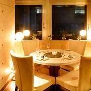 食事をサポートしてくれるのが、こだわりのアルコール。ワインは、アメリカ・チリ・オーストラリア・ニュージーランド・日本などを産地とする新世界ワインを中心に取り揃えています。国産のクラフトビールも人気。