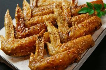 福栄組合こだわりのぷりっぷり国産もつのもつ鍋コース。 濃厚な豚骨味噌ベースのもつ鍋をお楽しみ頂けます