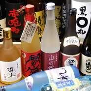 当店では常時九州の焼酎を40種類以上取り揃えております!焼酎だけでなく、福岡の日本酒も用意。お料理、お飲み物でたっぷり九州の味を堪能してみてはいかがでしょうか。