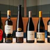 イタリア・日本のものを中心としたワインが揃う