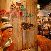 入口ではタイの民族衣装を着た女性の像がお出迎え