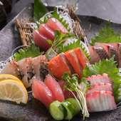 料理長が毎日市場で選び、沖縄ならではの魚介類をふんだんに盛り込んだ『刺身5点盛り』
