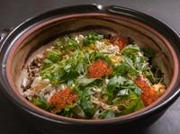 看板料理『土鍋ご飯 鯛飯(いくらのせ)』