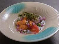 コースの前菜一例。『じゅんさいの酢の物 生ウニのせ』