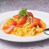 フワトロの絶妙な食感がたまらない。玉子の優しい味とトマトの酸味が相性ぴったりの『トマトと玉子炒め』