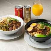 『牛肉丼』(左)、『牛肉麺』(右)