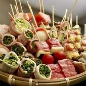 焼鳥と並ぶ【一力小野田店】名物、彩り鮮やかなオリジナル野菜巻串。