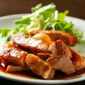 低温調理で柔らかく仕上がった豚肉と甘めソースの相性は抜群『トンテキ』