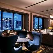 夜景が見える 地上15階のホテル内ダイニング