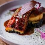 鰻の薪火照り焼きとフォアグラ 米ナス はちみつ黒胡椒ソース