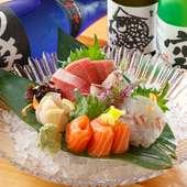 市場直送仕入れ。料理長が選ぶ季節の鮮魚をお刺身で堪能