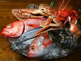 獲れたその日に港から直接届く「新鮮な魚介類」