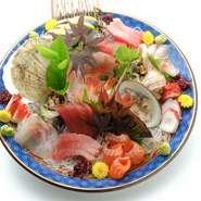 磯春松と言えば鮮度の良い刺身です。自信を持ってご提供させていただいております。ご家族の集まり等でも大変人気のある一皿です。