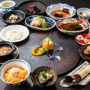 洗礼された空間と、シェフがこだわる食材を使用したお料理で皆様をおもてなし致します。 お食事に合わせたペアリングもご用意しておりますので是非お楽しみください。
