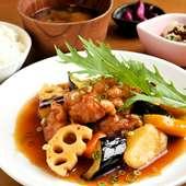季節の根菜がたっぷり『若鶏とヘルシー野菜の黒酢あんかけ定食』
