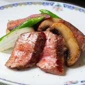 サシが細かく、脂に甘みがあるのが魅力の黒毛和牛『飯村牛サーロインの黒胡椒炒め』