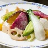 自然塩のみの味付けで、旬の新鮮な野菜本来の味と香りが楽しめる『旬野菜の自然塩炒め 』