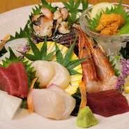 【一人一皿で個別に提供】宮崎牛のすき焼きや旬魚のお造りなど旬の食材をふんだんに使用した料理の数々をぜひご堪能下さい。※当日予約の際、コース内容が変更になる場合がございます※写真はイメージです