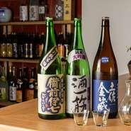 厳選された日本酒は、岡山を始め料理人の故郷でもある高知で醸造されたものも揃っています。全国でつくられている個性的な日本酒を、飲み比べてみるのもまた一興。
