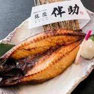 大きく肉厚な「とろ鯖」は食べ応え抜群。とろけるような口当たりと凝縮された味わいにヤミツキになります。