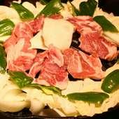 鮮度抜群の上質なラム肉を満喫。ボリュームたっぷりの『成吉思汗 特上生ラム』