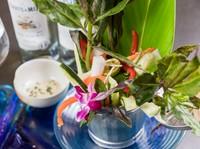 沖縄県産の食材を使った『野菜バーニャカウダ風』
