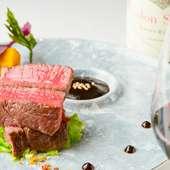 北海道産の柔らかな牛フィレ肉とソースが絶妙に絡み合う『牛フィレ肉のステーキ 甜麺醤ソース』