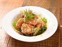 揚げたてアツアツの『欧風鶏の唐揚げ 甘酸っぱいハニーマスタードソース』